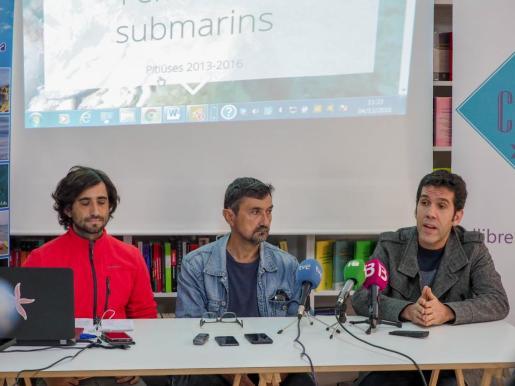 Xisco Sobrado, Marià Marí y Juan Calvo en rueda de prensa.