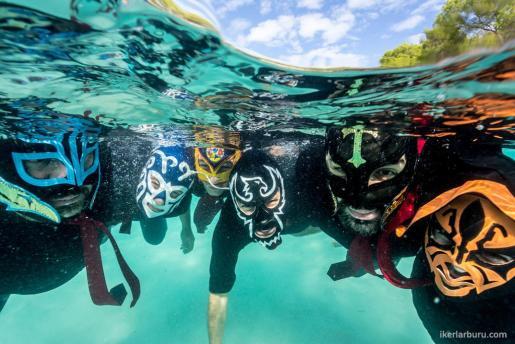 Los integrantes de Hattori Hanzo Surf Experience.