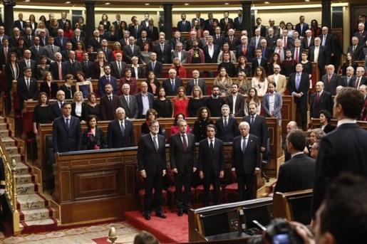 Los poderes del Estado reciben a la Familia Real a su llegada al Congreso para el homenaje a la Constitución.