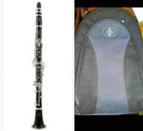 Imagen del clarinete y la bolsa con accesorios sustraídos.