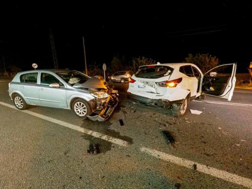 Fuerte colisión entre dos vehículos en la carretera de Sant Josep.