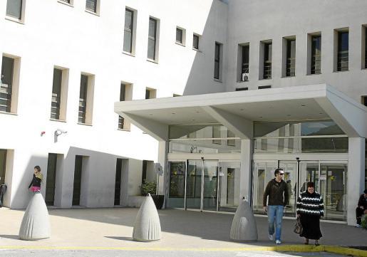 El edificio J se encuentra en las antiguas dependencias del hospital Can Misses.