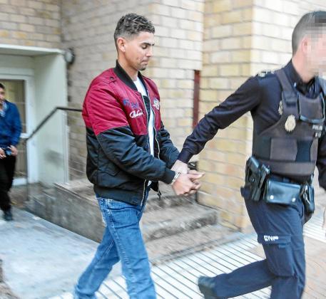 Uno de los inmigrantes que pasó ayer a disposición judicial.
