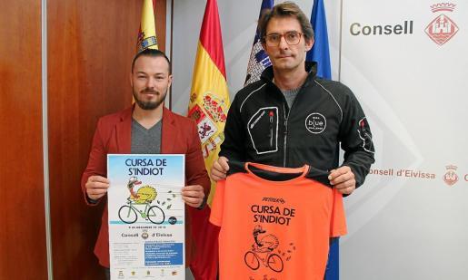 Fernando Gómez y Juanjo Serra posan durante la presentación de la prueba.