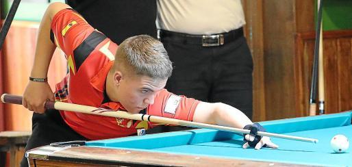 Jonás Souto, durante el torneo celebrado en el Café-Bar Ilusions Pool.