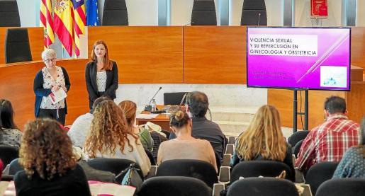 Una de las charlas impartidas ayer en el Consell Insular sobre violencia sexual.