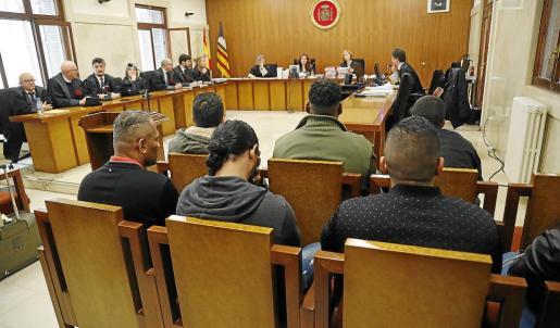 Imagen de los acusados durante la vista celebrada ayer en la Audiencia Provincial.