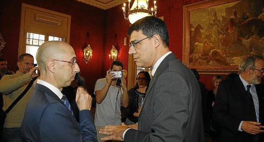 Jaume Far, con el síndic Joan Ferrer (derecha), el día que el primero prometió su cargo.