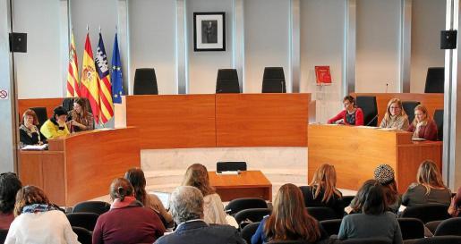 Ayer por la mañana se celebró en la sala de plenos del Consell d'Eivissa la tercera reunión del Consell Insular de Serveis Socials, una herramienta para evaluar el trabajo del departamento de Benestar Social.