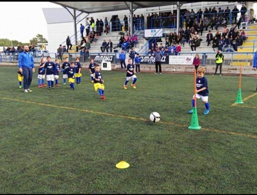 Entrenamiento de la escuela de fútbol del San Rafael.