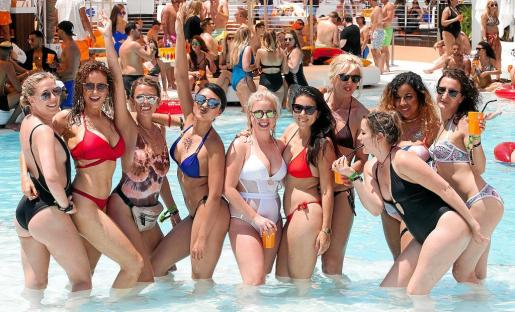 El Ocean Beach Ibiza, en Sant Antoni, es uno de los establecimientos preferidos por los turistas británicos en la isla de Eivissa.