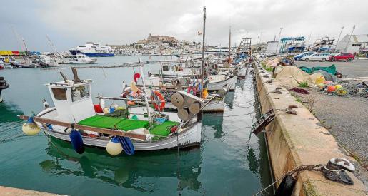 La flota de la Cofradía de pescadores de Eivissa permaneció ayer amarrada por la alerta naranja por fenómenos costeros.