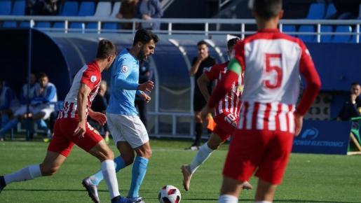 Chavero durante la disputa contra el Almería B