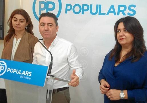 Los diputados ibicencos del PP Sara Ramón, Miquel Jerez y María José Ribas en la rueda de prensa de ayer.