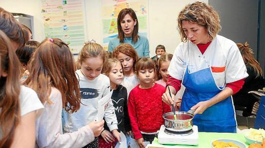 La iniciativa pretende extenderse al resto de centros de la isla y mezcla el juego con la alimentación para hacer más llamativo el hecho de comer sano a los niños.