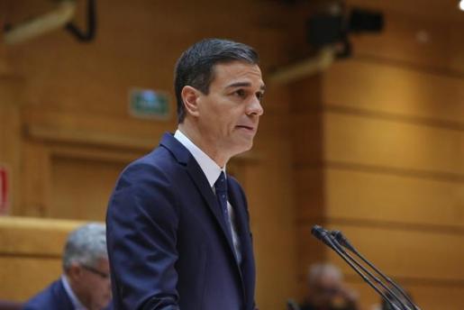 Sánchez acusa a PP y Ciudadanos de querer volver al centralismo predemocrático.
