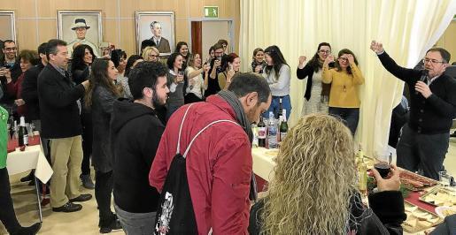 Ayer se llevó a cabo el brindis navideño entre los miembros de la corporación y los funcionarios del Ayuntamiento de Sant Josep.