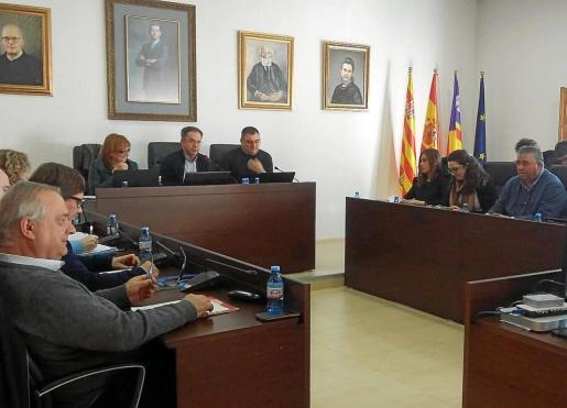 Un instante del pleno celebrado ayer en el Ayuntamiento de Sant Josep.