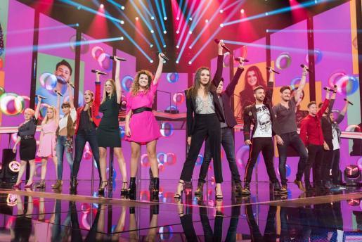 Concursantes de 'OT', durante una actuación.
