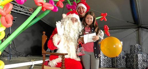 Papá Noel y Piruleto llevaron la alegría a los niños de Formentera.