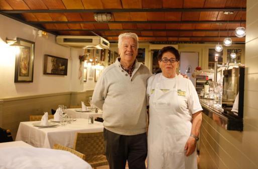 Catalina Riera junto a su marido Joan Riera.