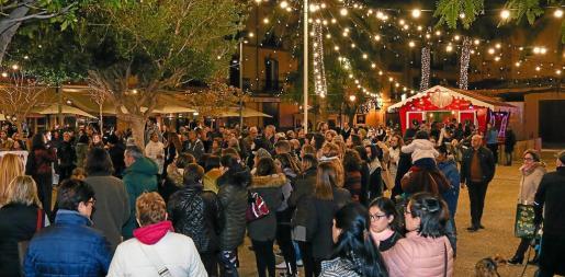 La concentración congregó a cerca de 200 personas en la Plaza del Parque.