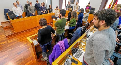 El pleno del Ayuntamiento de Vila guardó un minuto de silencio en memoria de Laura Luelmo, última víctima de violencia machista.