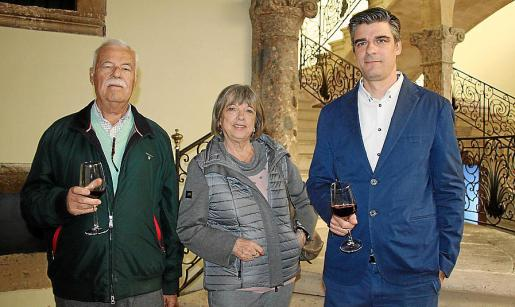 Josep Solivellas, Catalina Salvá y Sebastià Solivellas.