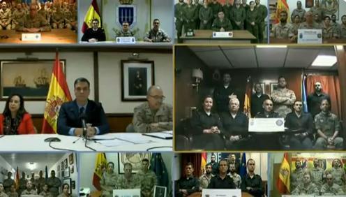 Sánchez felicita a las tropas en el exterior su trabajo por la paz.