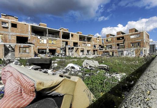 Imagen del edificio de es Viver antes de que el Ayuntamiento de Eivissa realizara la limpieza.