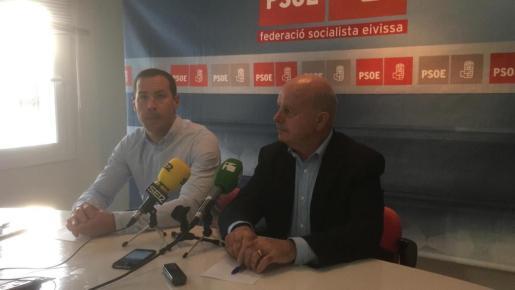 Simón Planells, a la izquierda de la imagen, junto a Pep Tur 'Cires' durante la rueda de prensa.