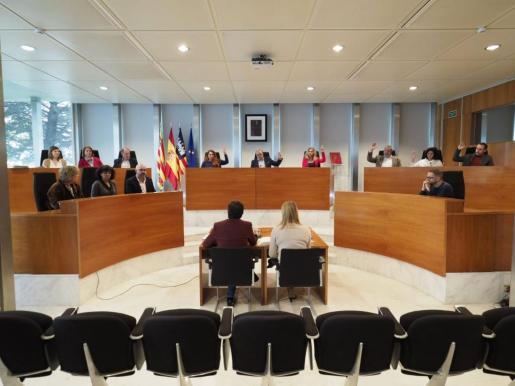 Imagen de la votación para prrrogar las concesiones de transporte público de Ibiza.