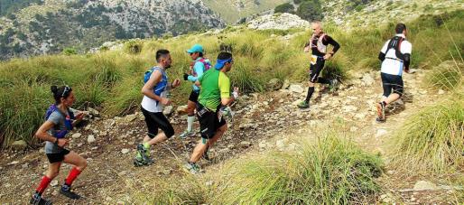 La práctica del deporte y del ejercicio físico se encuentra en plena expansión en un amplio abanico de edades de la población. En la imagen de archivo, carrera de montaña en el Galatzó.
