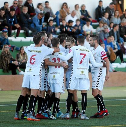 Los jugadores de la Peña celebran un gol en un partido de esta temporada.