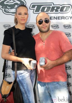 Francisco Rivera Pantoja junto a la modelo Jessica Bueno en la presentación de la firma 'Toro Loco'.