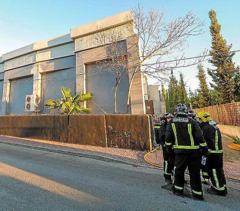 Los bomberos sofocaron el incendio en Sankeys.