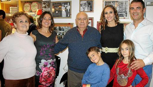 María Tous, Carmen Riera, Vicente Riera, Paula Riera, Fernando Castro y Marcos y Elsa Castro Riera.