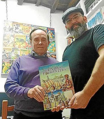 Los dos autores, con el libro.