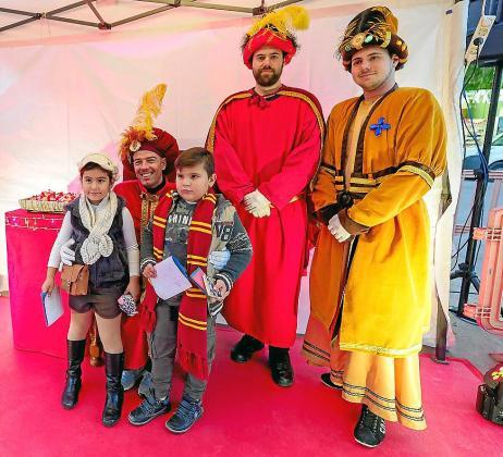 Niños y mayores disfrutaron muchísimo con la primera visita de los pajes de Melchor, Gaspar y Baltasar a la ciudad de Ibiza.