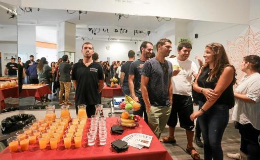 Los trabajadores de la empresa Apfem Aktúa celebrando el Día Mundial por la Salud Mental el pasado octubre.