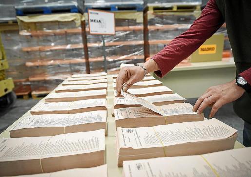 Los ciudadanos de Balears tendrán que depositar al menos cuatro papeletas diferentes el próximo 26 de mayo, pero además habrá más formaciones políticas en liza por lo que habrá que editar más papeletas que nunca.