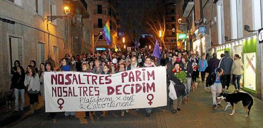 Manifestación de 2014, por las calles de Palma, en defensa del derecho de las mujeres sobre si quieren optar por interrumpir su embarazo o no hacerlo. Cada vez que el Gobierno central ha propuesto alguna modificación de la legislación ha habido protestas.