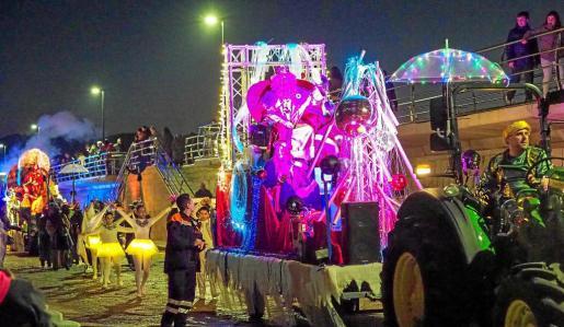 Los Reyes Magos desembarcaron pasadas las 18.30 horas en la estación marítima de Sant Antoni.