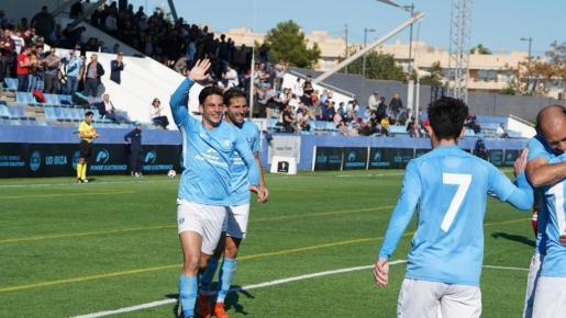 La UD Ibiza celebra el tanto de la victoria.