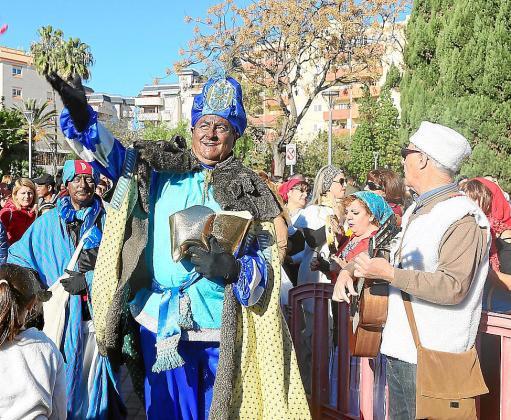 Sus majestades llegaron acompañados por los pastorcillos hasta el Parque de la Paz