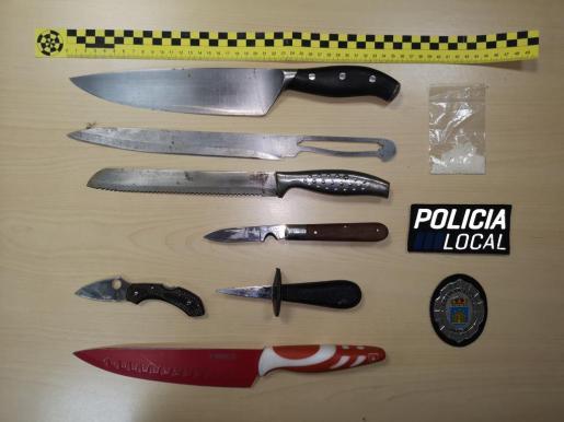 La policía abrió varias actas por llevar objetos como cuchillos o puñales