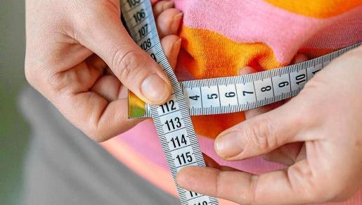 La obesidad es una enfermedad crónica tratable que aparece cuando hay exceso de grasa en el cuerpo.
