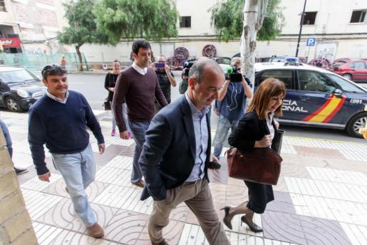 Archivo | Jaume Ferrer entrando a los juzgados de Ibiza.