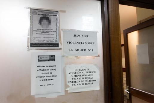 Imagen de la antesala del juzgado de Violencia sobre la Mujer de Ibiza, instancia que instruyó el caso de Sara Calleja