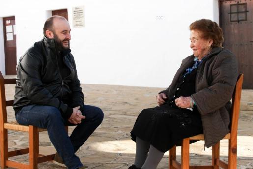 N'Eulària va néixer fa 94 anys a Sant Miquel, on encara viu amb la companyia de la seva nora.